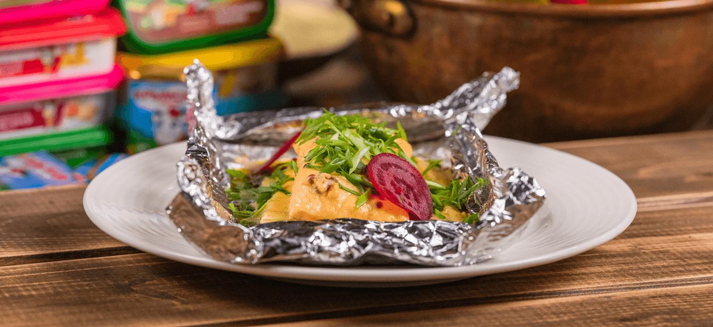 Папильот с лососем, шпинатом и цукини